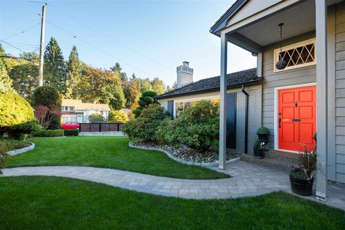 b1a943e7595ecc30a597817aa366390a at 492 Silverdale Place, Upper Lonsdale, North Vancouver