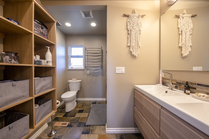 master_bathroom_001 at 20416 90 Crescent, Walnut Grove, Langley