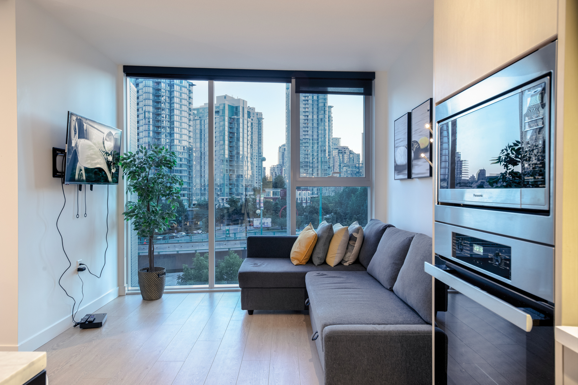living_room_001 at 586 - 87 Nelson Street, Yaletown, Vancouver West