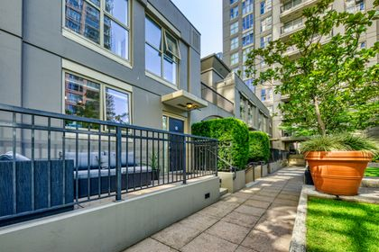exterior_004 at TH8 - 989 Richards Street, Downtown VW, Vancouver West