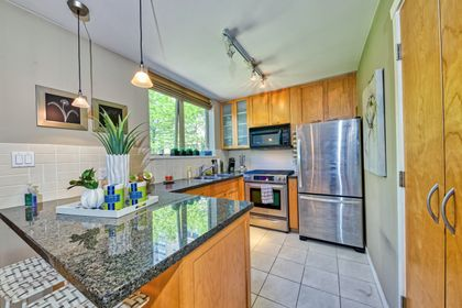 kitchen_001 at TH8 - 989 Richards Street, Downtown VW, Vancouver West