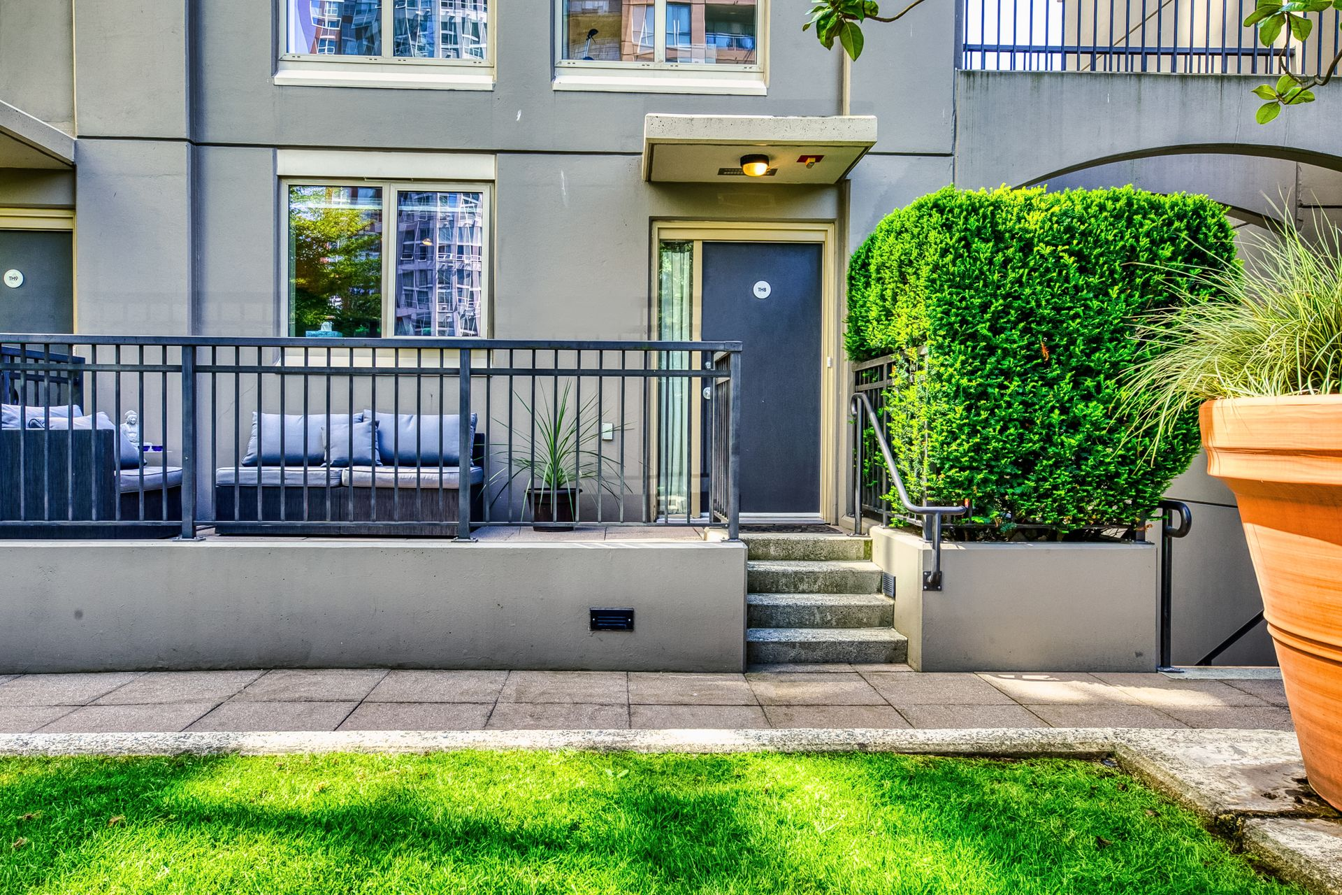 exterior_002 at TH8 - 989 Richards Street, Downtown VW, Vancouver West