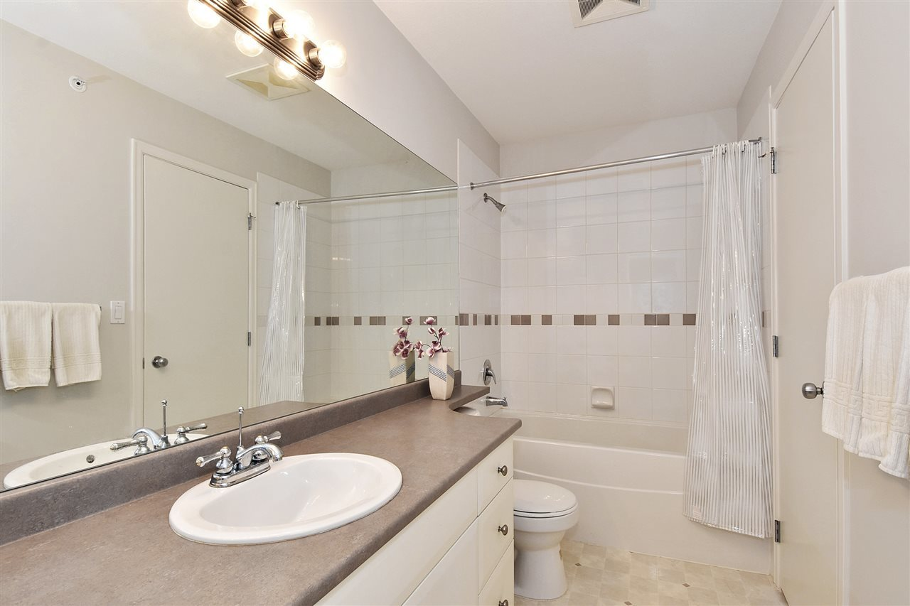 410-6833 Village Green - Bathroom at 410 - 6833 Village Green, Highgate, Burnaby South