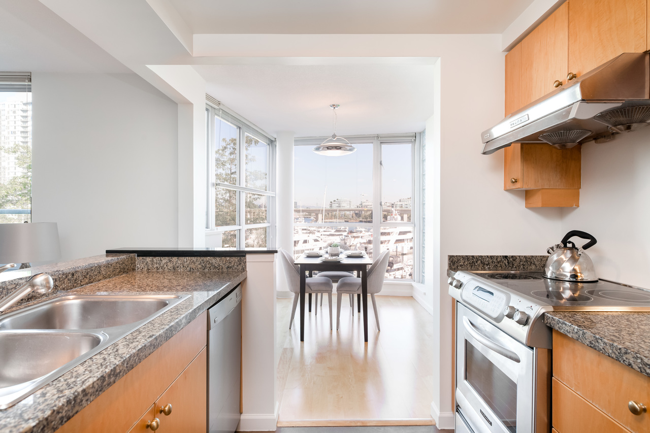 14 at 317 - 1228 Marinaside Crescent, Yaletown, Vancouver West