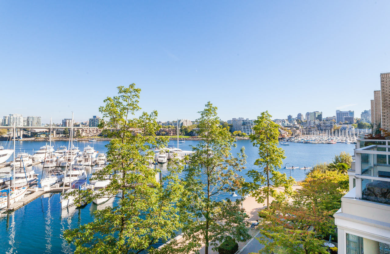 33 at 317 - 1228 Marinaside Crescent, Yaletown, Vancouver West