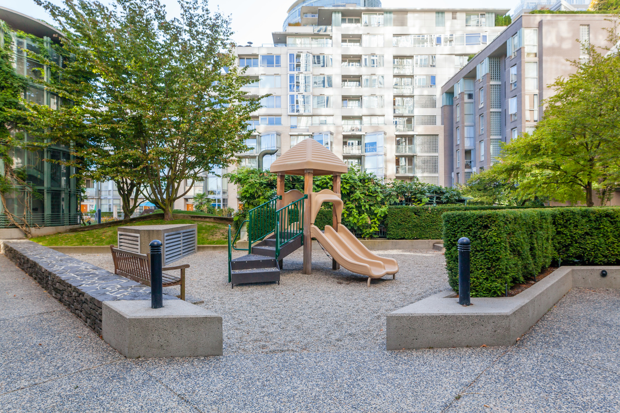 317-1228 Marinaside Crescent - Playground at 317 - 1228 Marinaside Crescent, Yaletown, Vancouver West