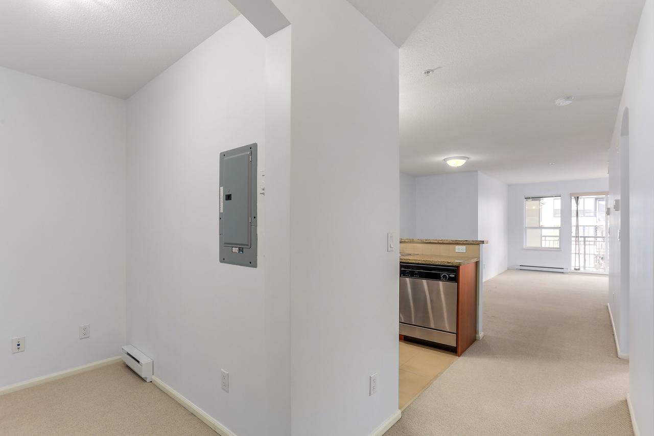 409-9200 Ferndale Road - Foyer at 409 - 9200 Ferndale Road, McLennan North, Richmond