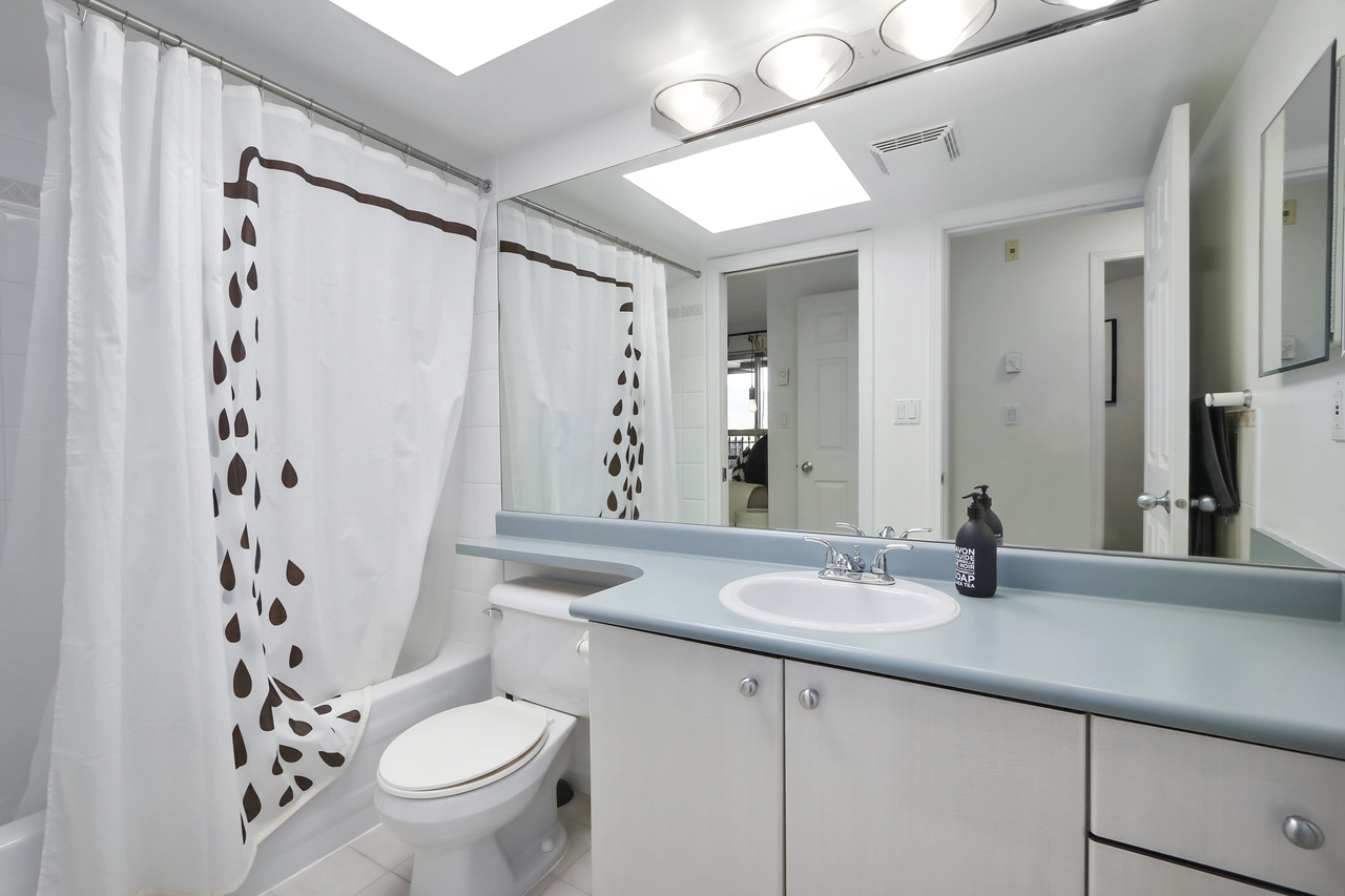 509-150 W. 22nd St - Bathroom at 509 - 150 W 22nd Street, Central Lonsdale, North Vancouver