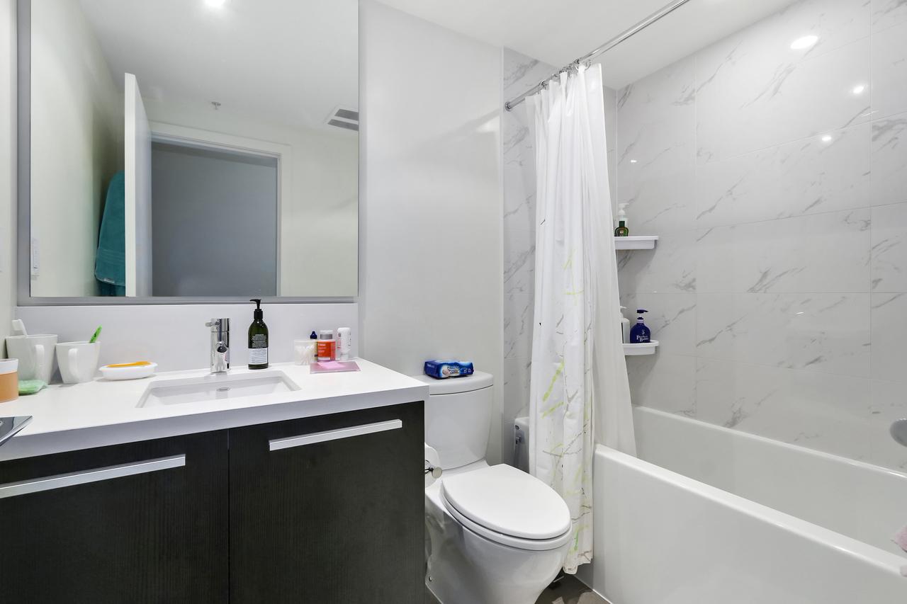 2207-6333 Silver Avenue - Bathroom at 2207 - 6333 Silver Avenue, Metrotown, Burnaby South