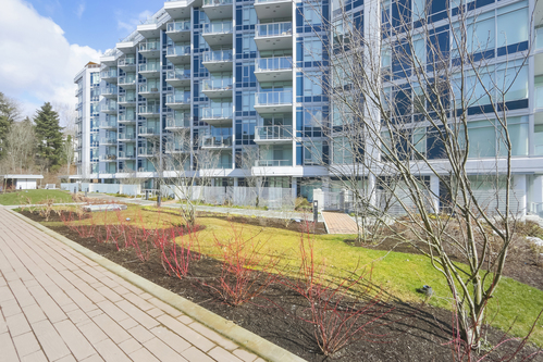 903-3557 Sawmill Crescent - Courtyard and Exterior Building at 903 - 3557 Sawmill Crescent, South Marine, Vancouver East