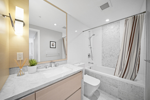 210-508 W. 29th Avenue - Bathroom at 210 - 508 W 29th Avenue, Cambie, Vancouver West