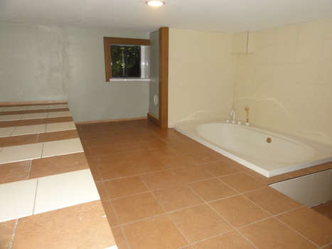 tub-room at 2590 Sylvan Drive, Roberts Creek, Sunshine Coast
