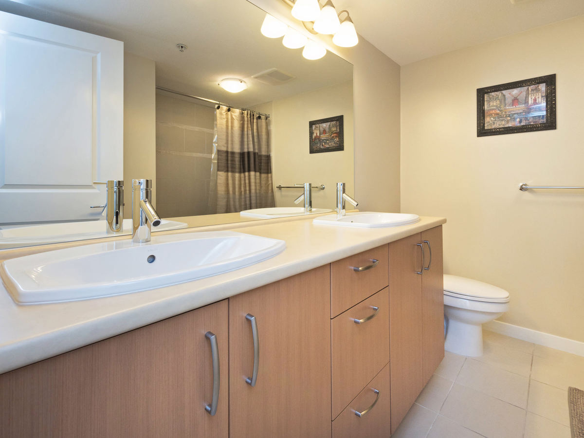 5 pc Ensuite at 206 - 3097 Lincoln Avenue, New Horizons, Coquitlam