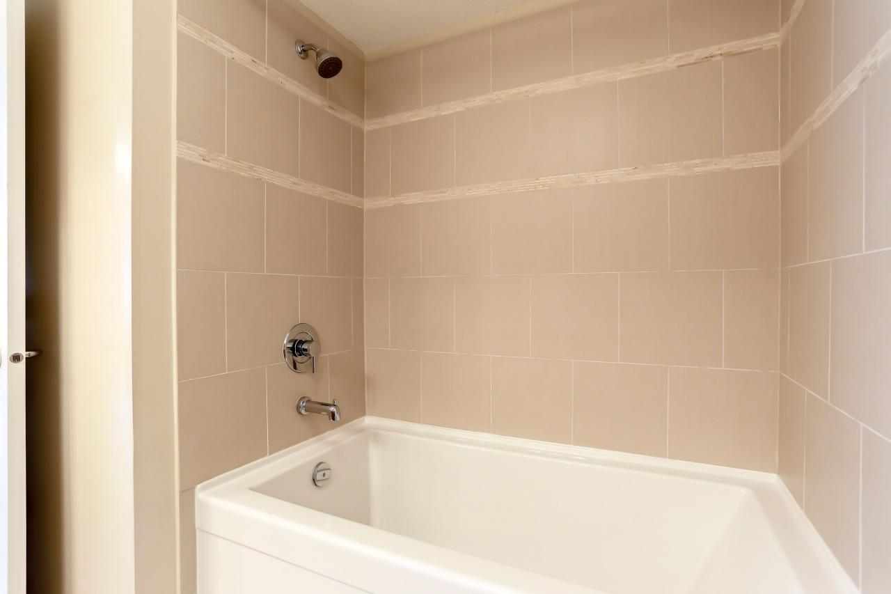 Master Bath at 308 - 3097 Lincoln Ave, New Horizons, Coquitlam
