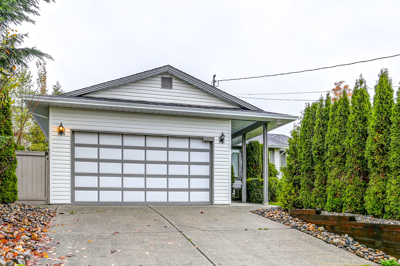 Driveway/ Garage at 3429 Roxton Avenue, Coquitlam