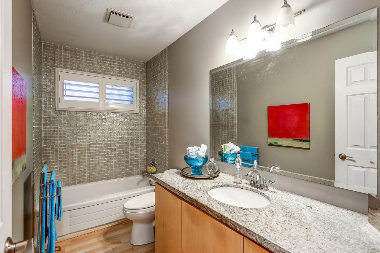 Main Bathroom at 3429 Roxton Avenue, Coquitlam