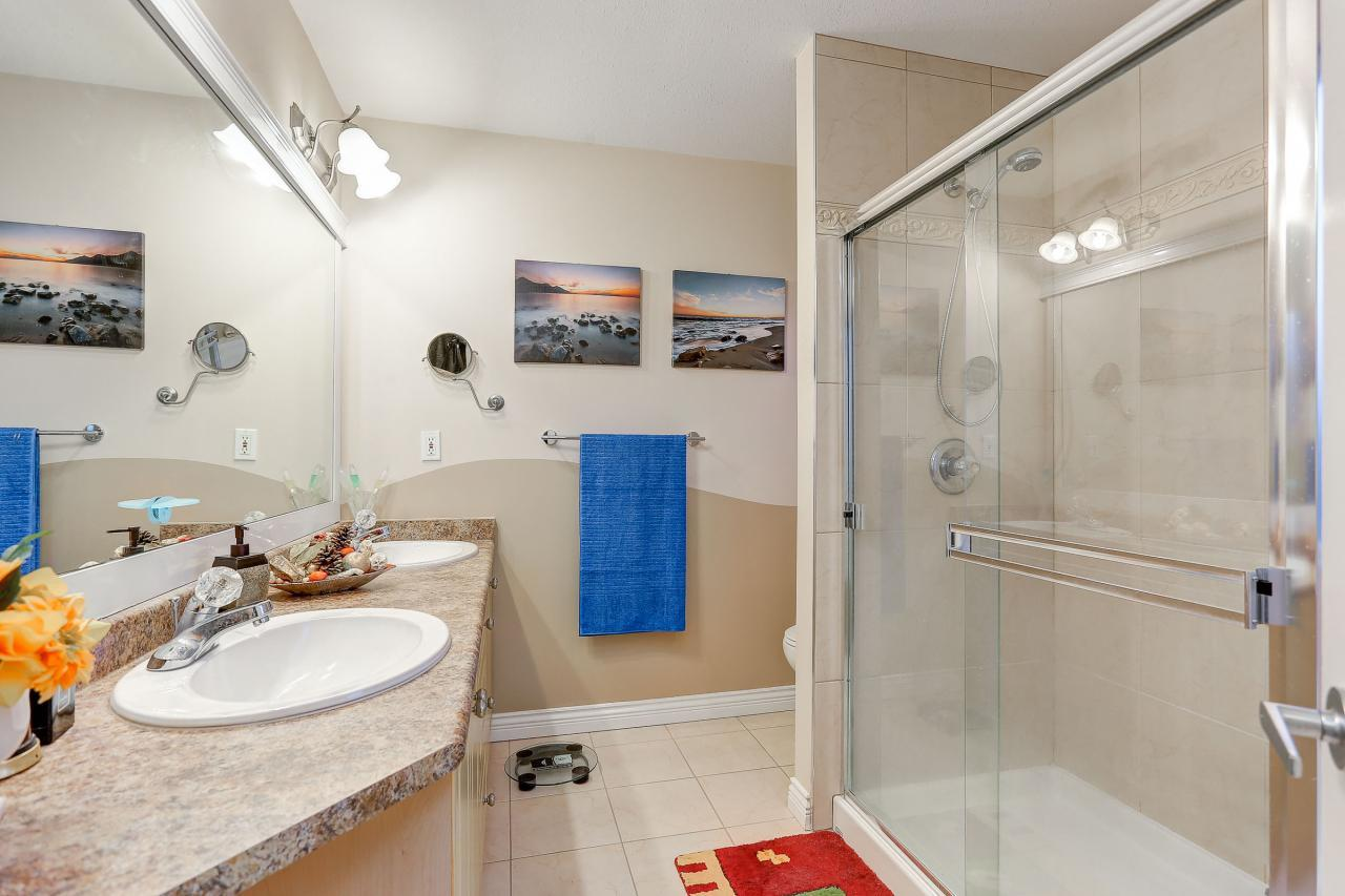 Main Bathroom at 2038 Parkway Boulevard, Westwood Plateau, Coquitlam