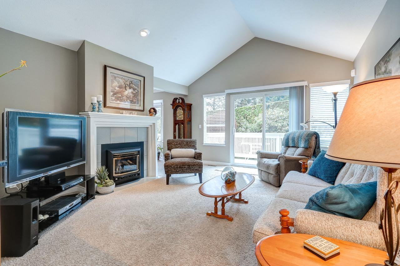 Family Room at 9 - 101 Parkside Drive, Heritage Mountain, Port Moody