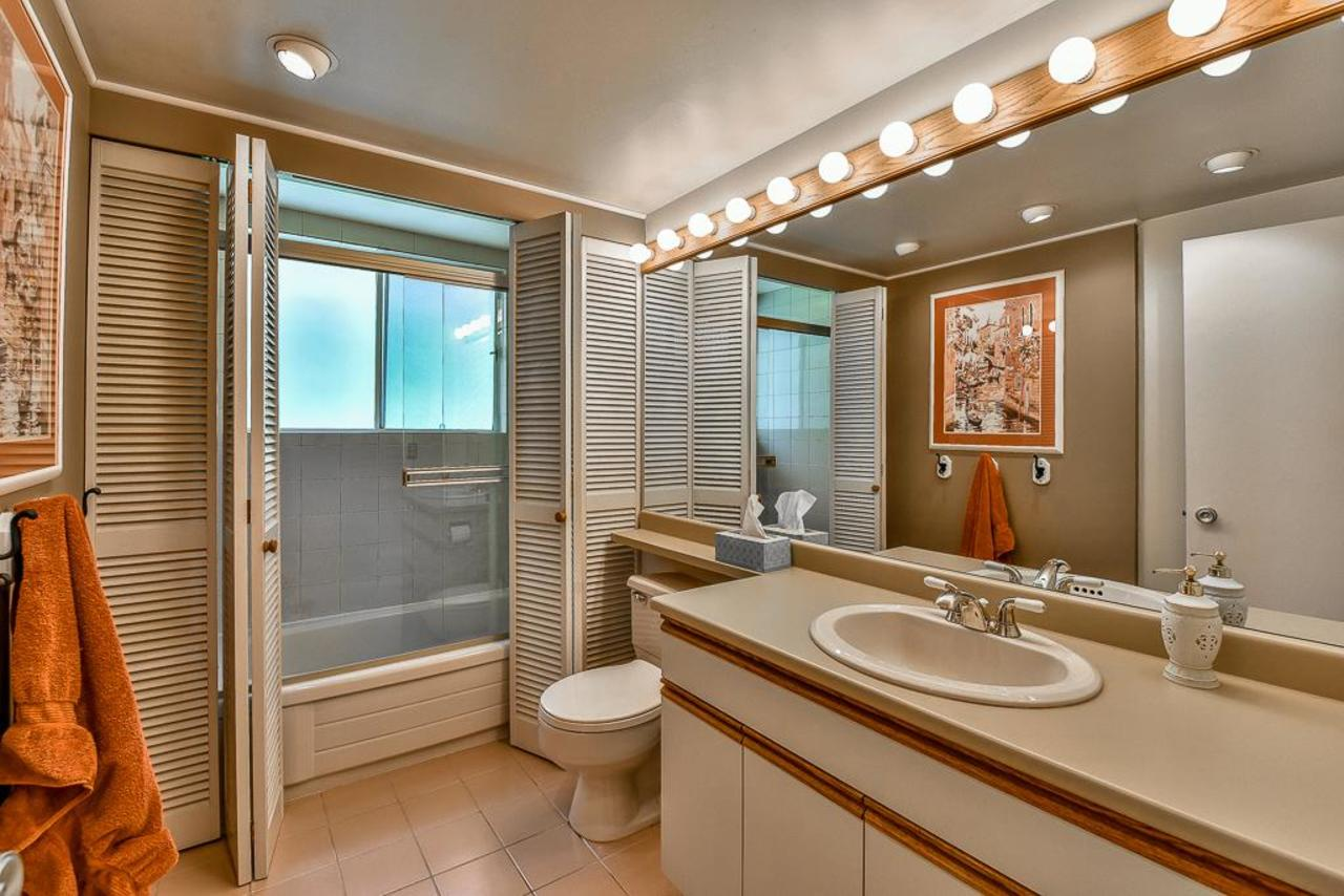 Main floor bathroom. at 924 Fresno Place, Harbour Place, Coquitlam