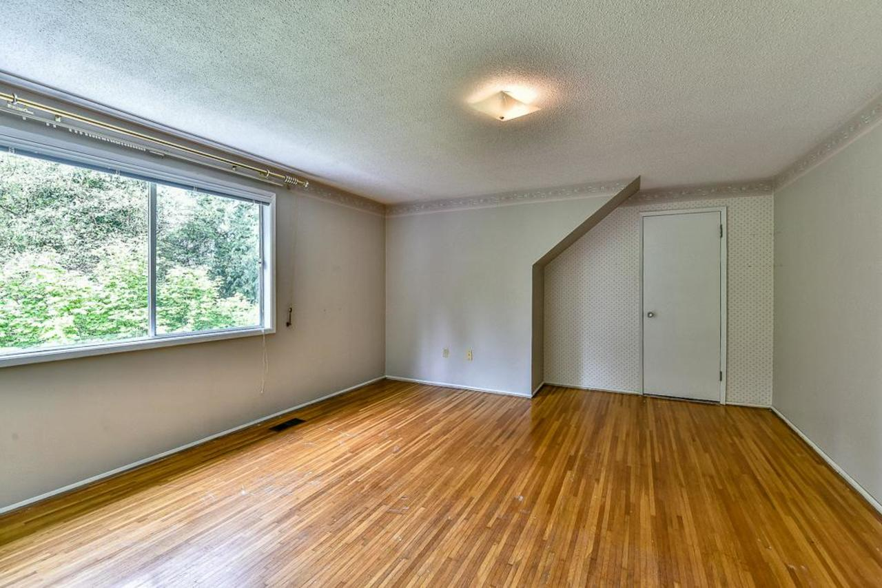 Another spacious upstairs bedroom with walk-in closet. at 924 Fresno Place, Harbour Place, Coquitlam