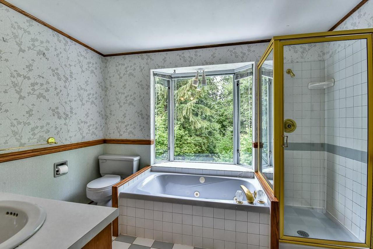 Upstairs bathroom with jetted tub and greenbelt view. at 924 Fresno Place, Harbour Place, Coquitlam