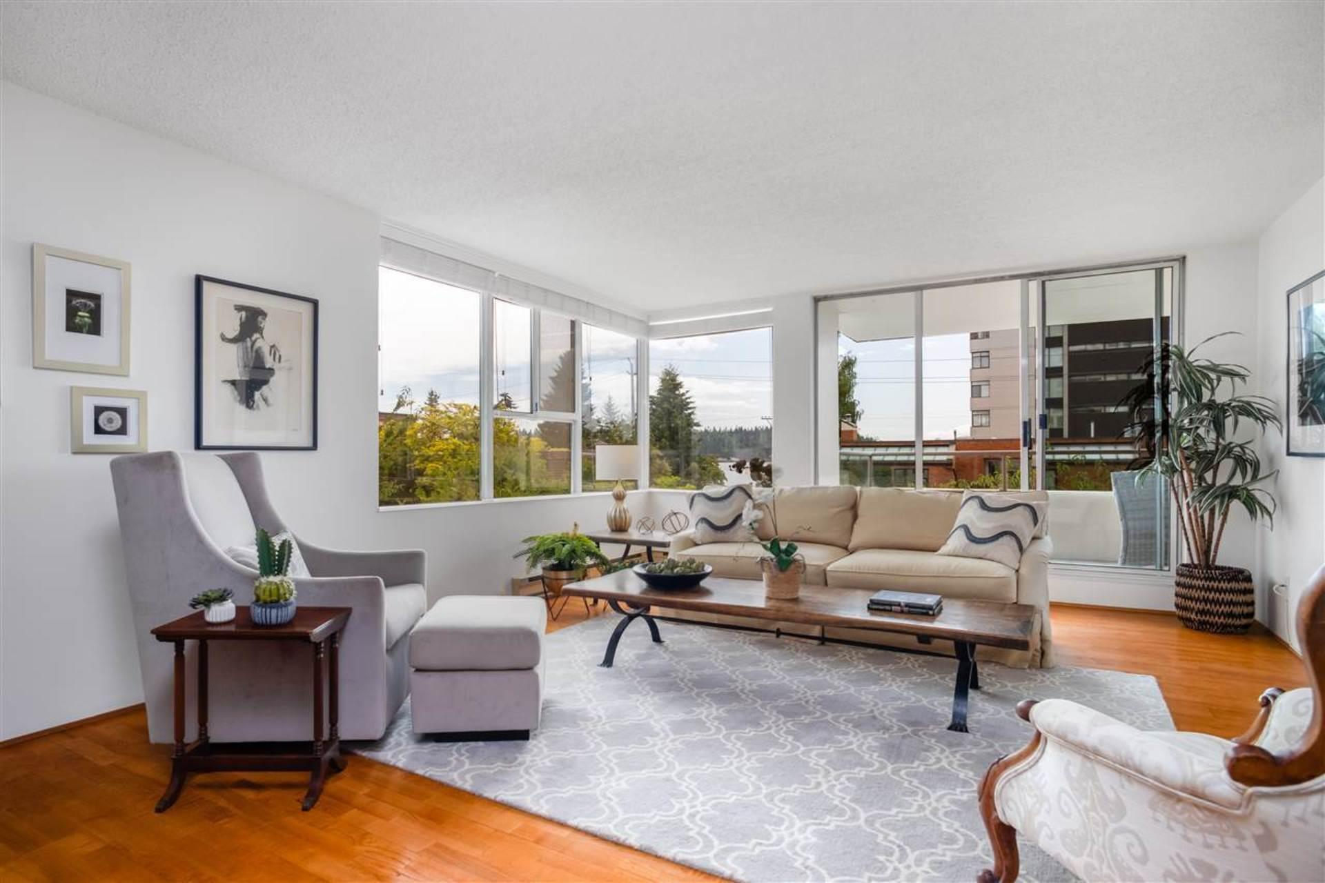 1819-bellevue-avenue-ambleside-west-vancouver-04 at 200 - 1819 Bellevue Avenue, Ambleside, West Vancouver