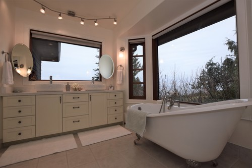 Bath-ensuite at 52 Clark Road, Gibsons & Area, Sunshine Coast