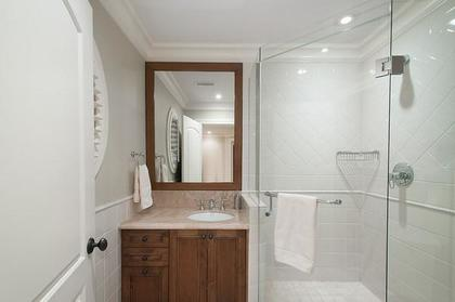 bathroom at 3480 Mathers Avenue, West Bay, West Vancouver