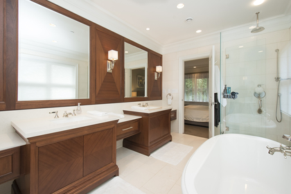 master ensuite at 1250 Sinclair Street, Ambleside, West Vancouver