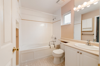 bathroom at 1257 3rd Street, British Properties, West Vancouver