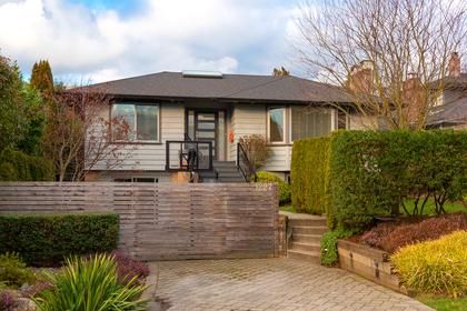 002 at 1227 Jefferson Avenue, Ambleside, West Vancouver