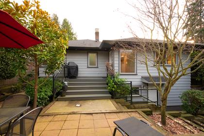 033 at 1227 Jefferson Avenue, Ambleside, West Vancouver