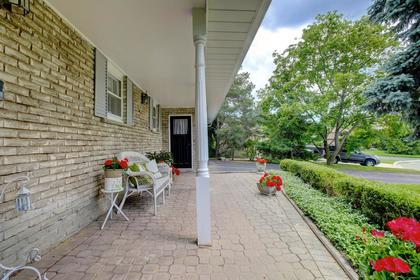 Front Porch at 243 Willowridge Court, Bronte East, Oakville