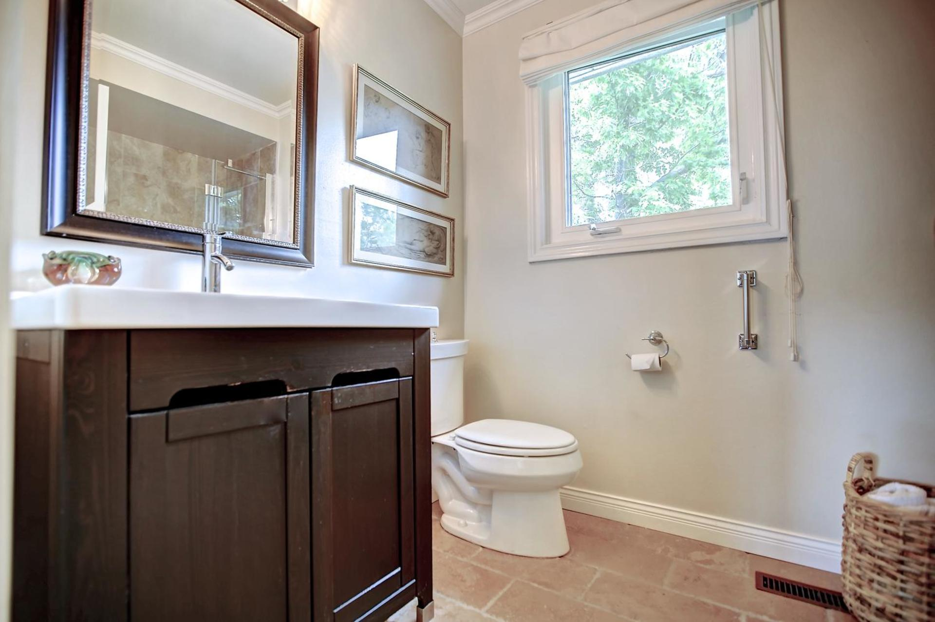 Master En Suite at 243 Willowridge Court, Bronte East, Oakville