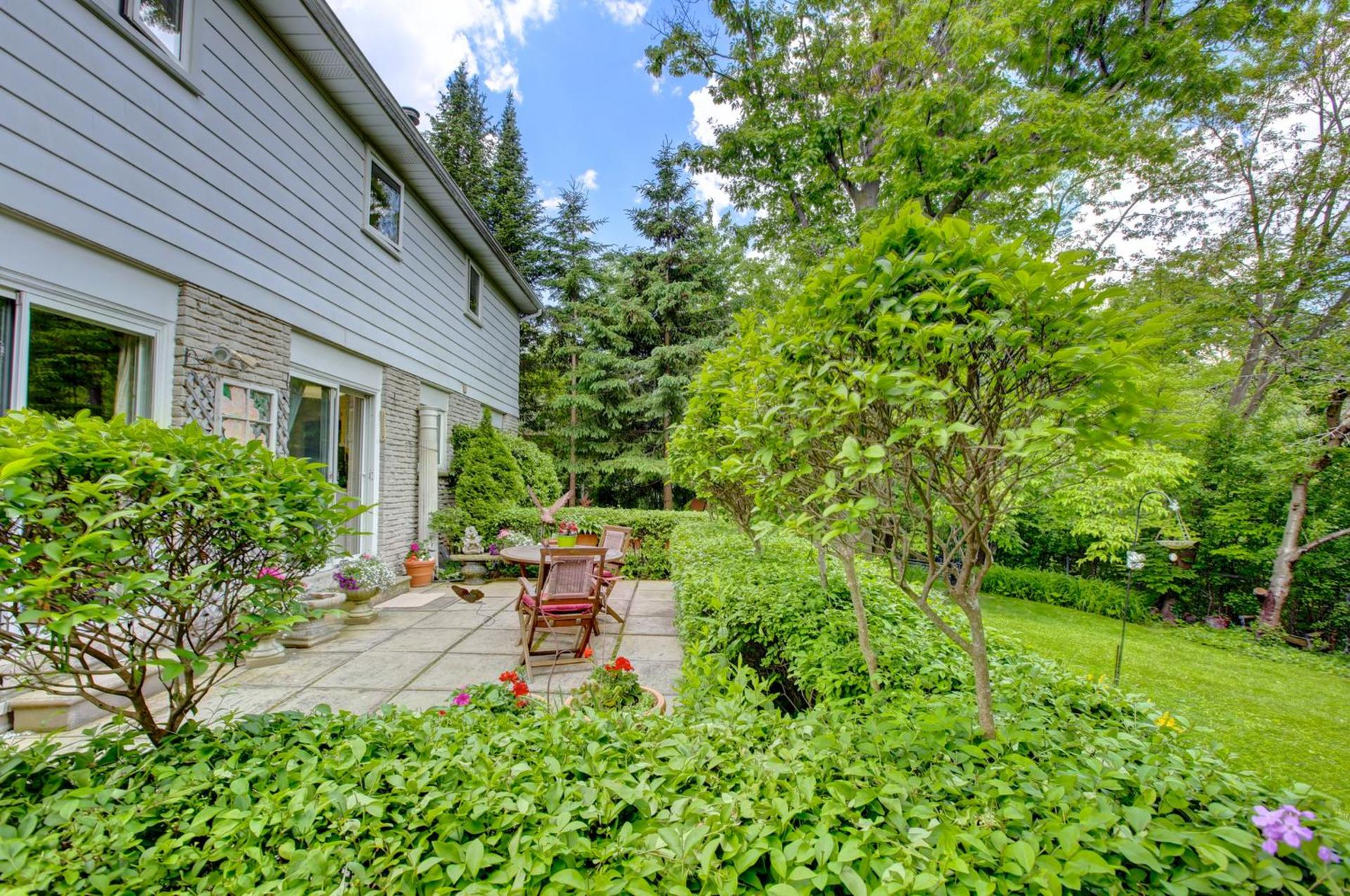 Mature Gardens at 243 Willowridge Court, Bronte East, Oakville