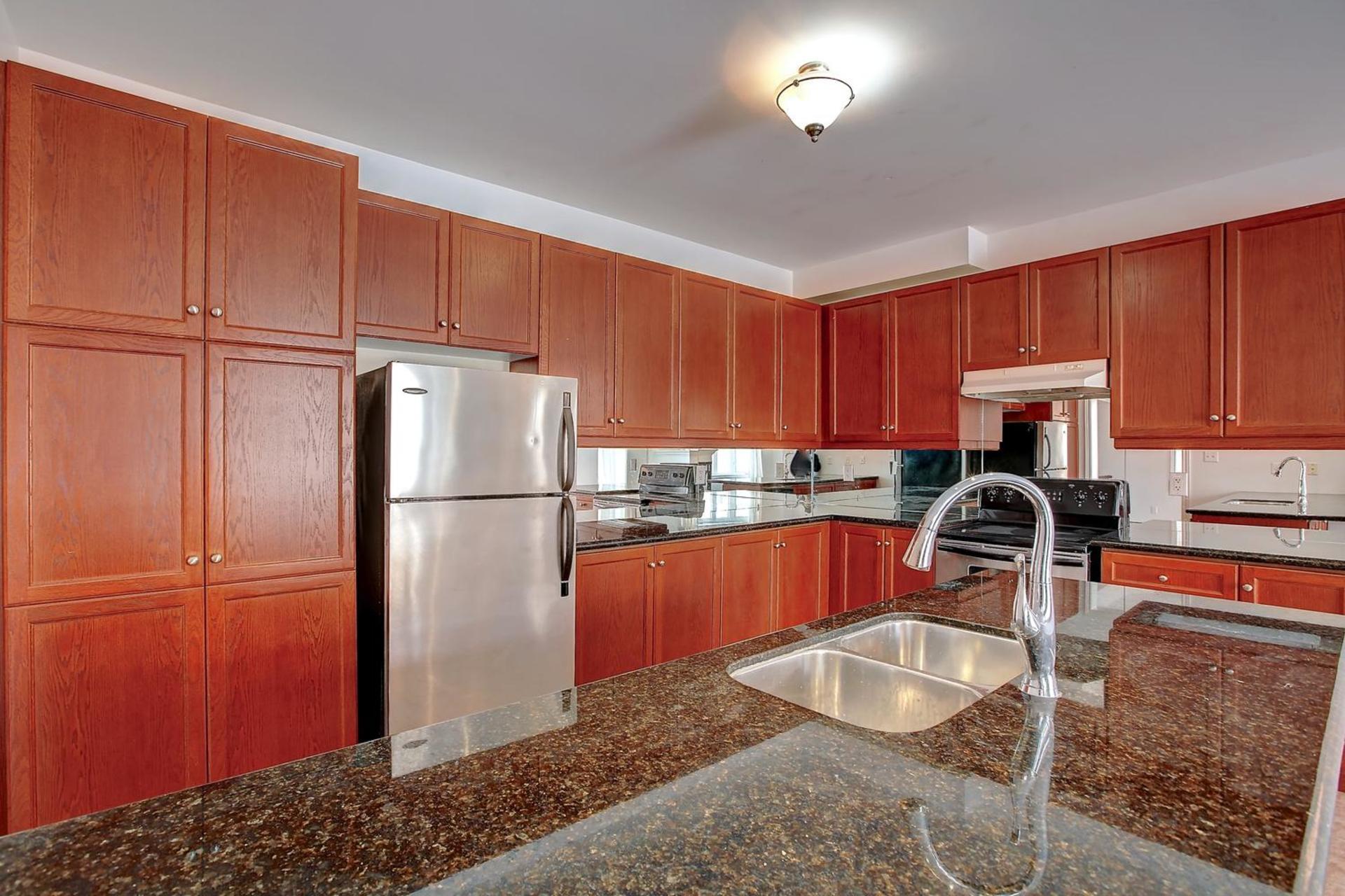 3422-fox-run-cir-kitchen at 1809 - 5250 Lakeshore Road, Appleby, Burlington