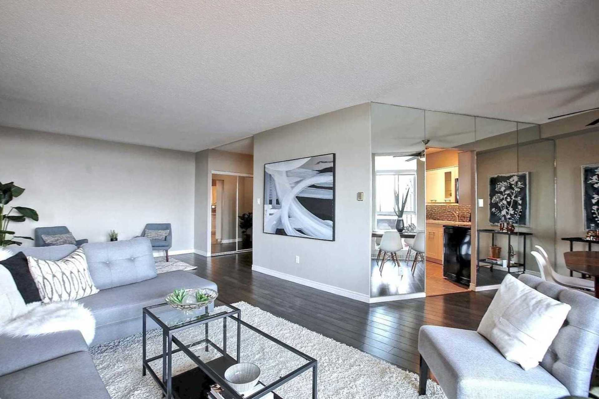 Open Concept Living Room/Dining Room at 1809 - 5250 Lakeshore Road, Appleby, Burlington