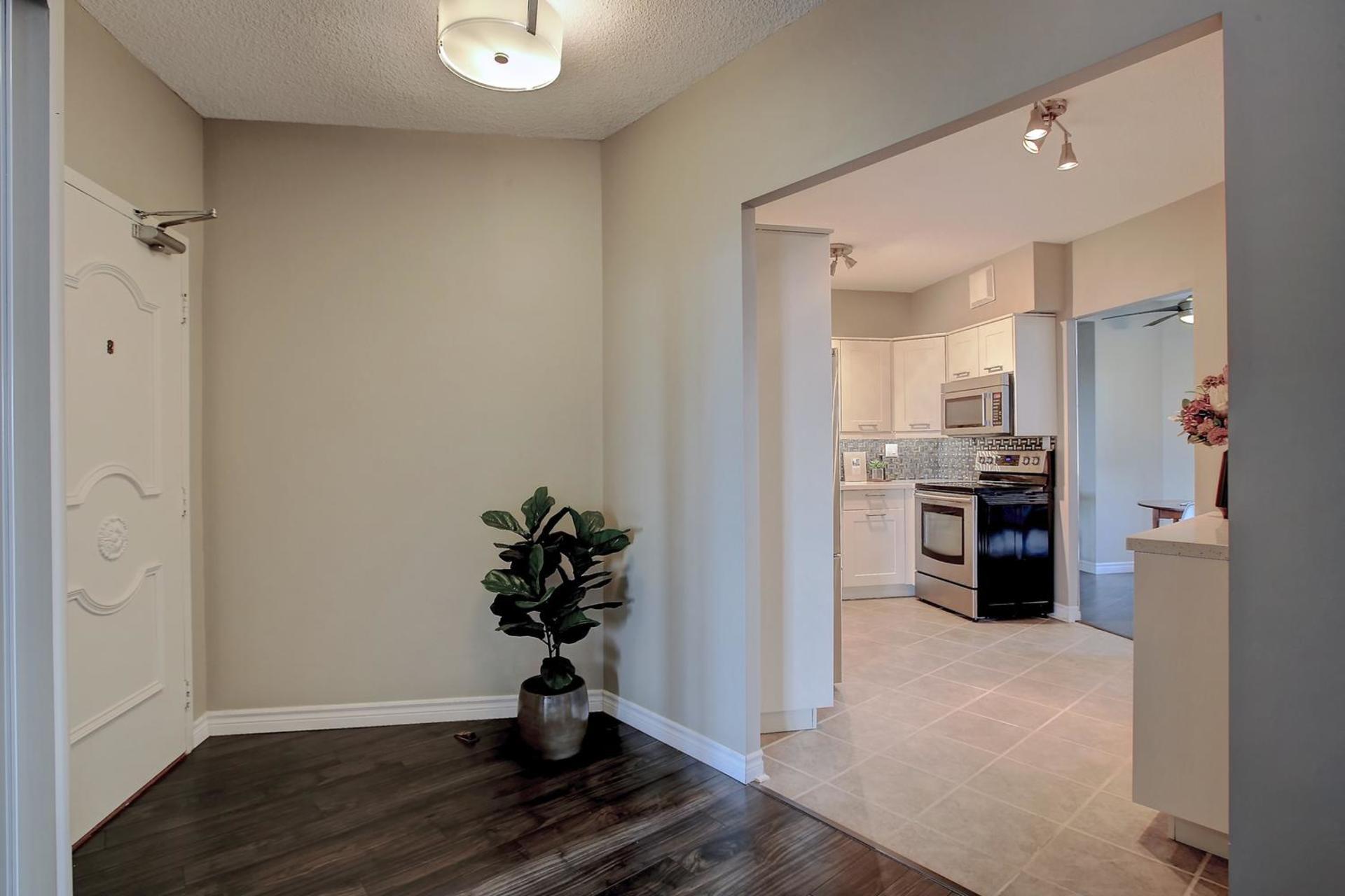 Foyer at 1809 - 5250 Lakeshore Road, Appleby, Burlington
