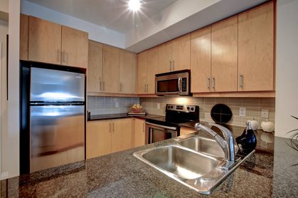 206-1 Hurontario St-Kitchen at 206 - 1 Hurontario Street, Port Credit, Mississauga