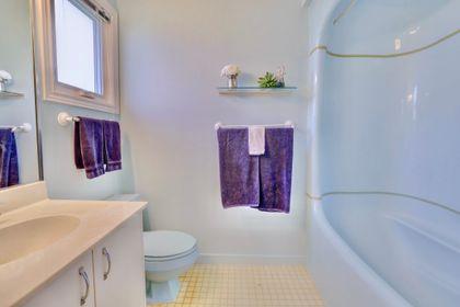 101-solingate-dr-oakville-master-en-suite at 101 Solingate Drive, Bronte West, Oakville