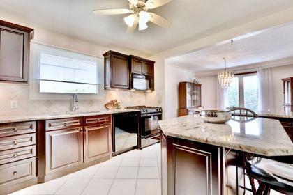 101-solingate-dr-oakville-kitchen at 101 Solingate Drive, Bronte West, Oakville