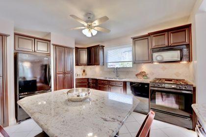 101-solingate-dr-oakville-kitchen3 at 101 Solingate Drive, Bronte West, Oakville