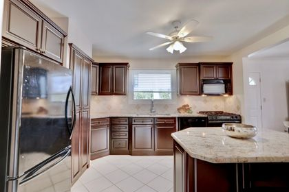 101-solingate-dr-oakville-kitchen4 at 101 Solingate Drive, Bronte West, Oakville