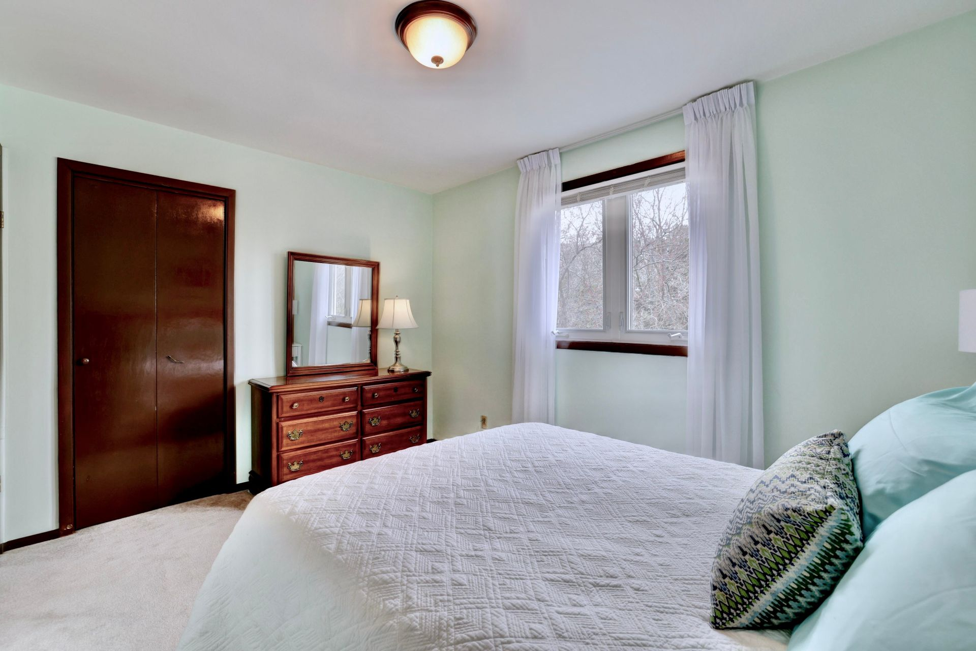101-solingate-dr-oakville-bedroom2-window at 101 Solingate Drive, Bronte West, Oakville