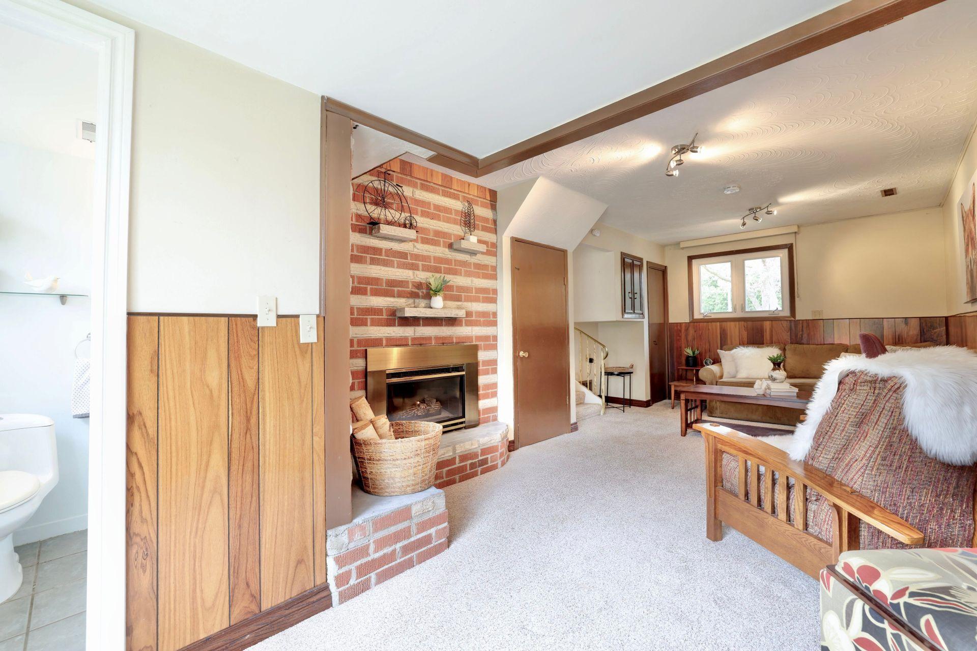 101-solingate-dr-oakville-family-room2 at 101 Solingate Drive, Bronte West, Oakville