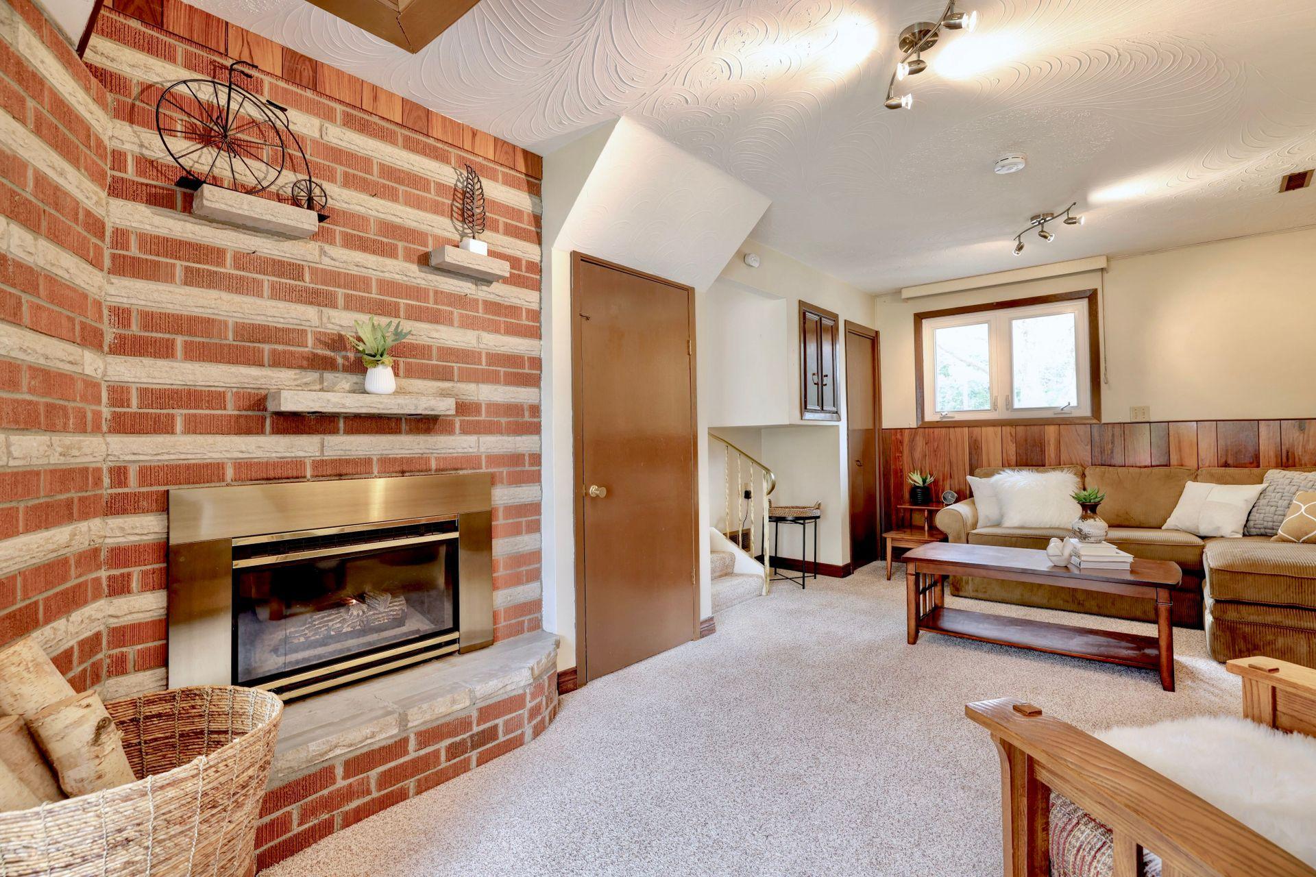 101-solingate-dr-oakville-fireplace at 101 Solingate Drive, Bronte West, Oakville