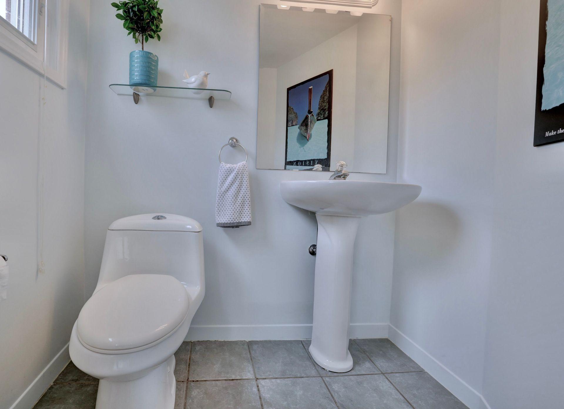 101-solingate-dr-oakville-powder-room at 101 Solingate Drive, Bronte West, Oakville