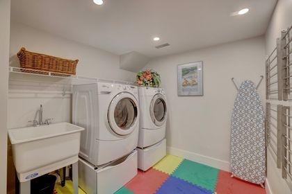 249-lakeview-ave-burlington-laundry at 249 Lakeview Ave, Burlington,