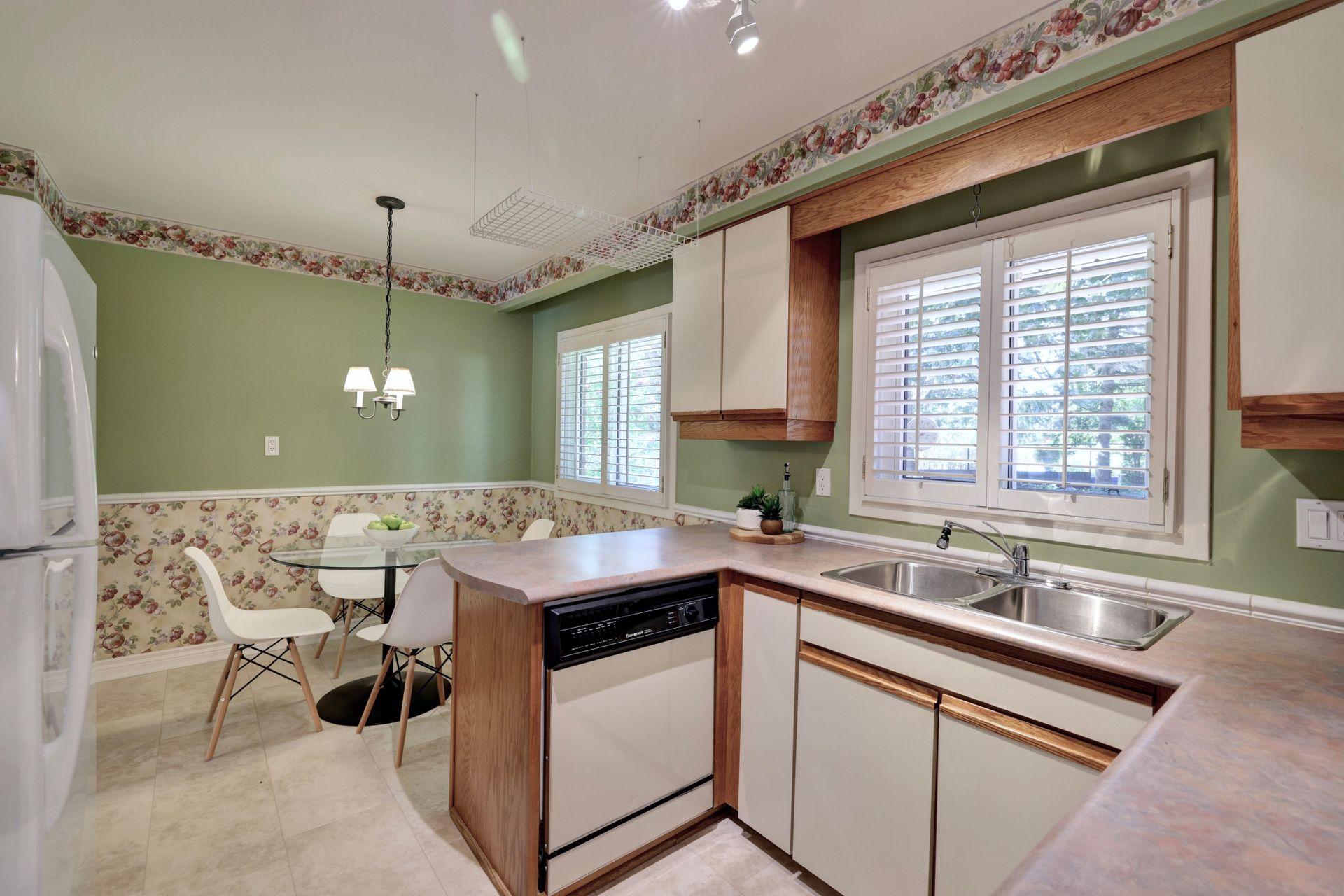 Eat In Kitchen at 2205 Elmhurst Avenue, Oakville