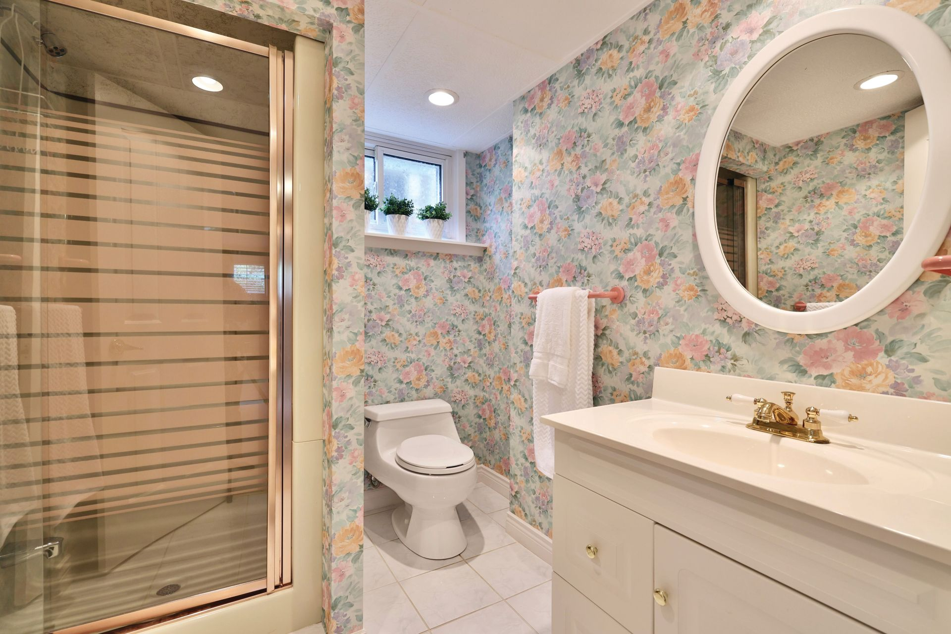 Lower Bath at 2205 Elmhurst Avenue, Oakville